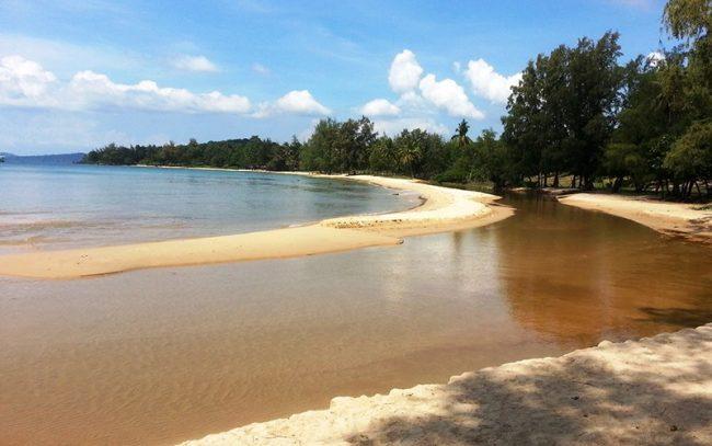 Bãi biển Ông Lang sở hữu vẻ đẹp hoang sơ