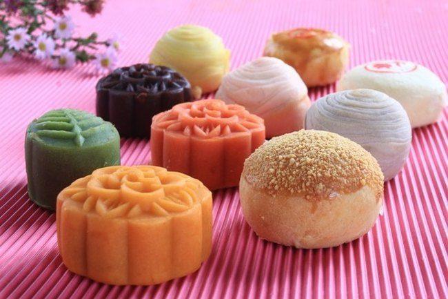 Bánh khéo đủ màu sắc và hình dạng