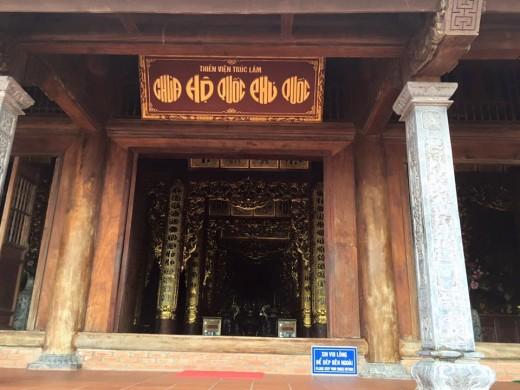 Chùa Hộ Quốc được dựng từ các cột gỗ lim