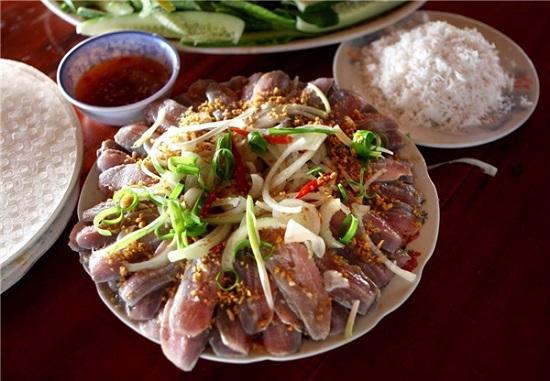 Thưởng thức gỏi cá trích Phú Quốc cùng nước chấm