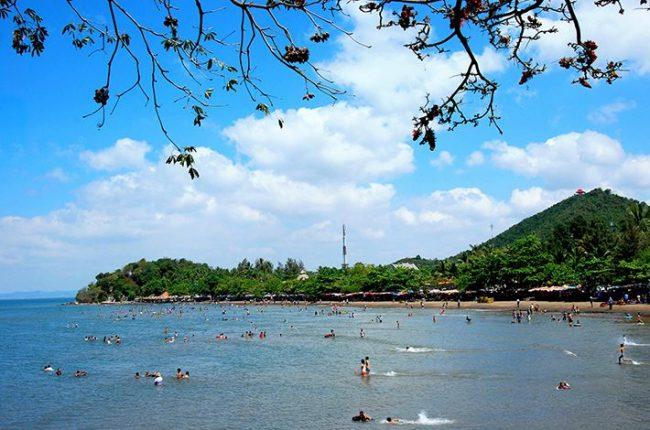 Tắm biển tại bãi Mũi Nai
