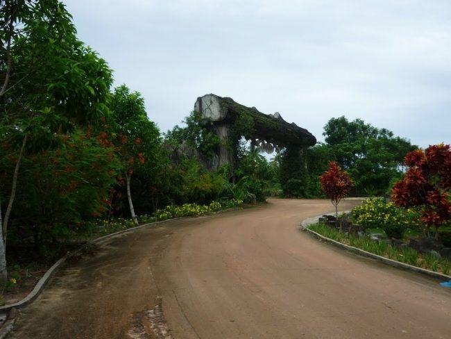Cổng vào khu du lịch suối Tranh