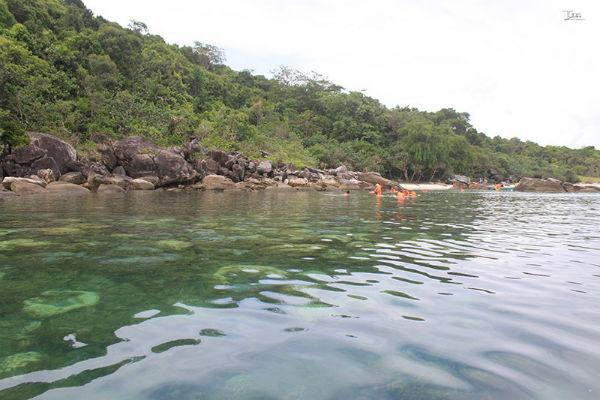 Lặn ngắm san hô ở Giếng Tiên